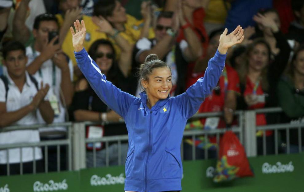 Majlinda Kelmendi después de haber ganado su medalla de oro