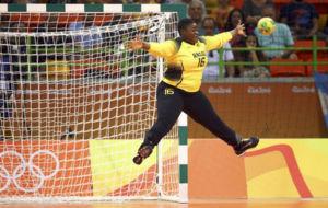 Teresa Almeida, guardameta de Angola.