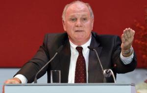 Hoeness realiza un discurso en la reuni�n anual del Bayern (2013).