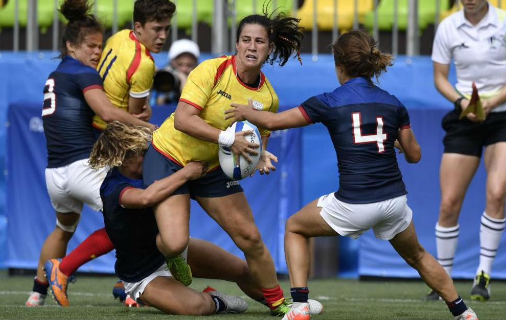 Elisabet Martínez, placada por una jugadora francesa