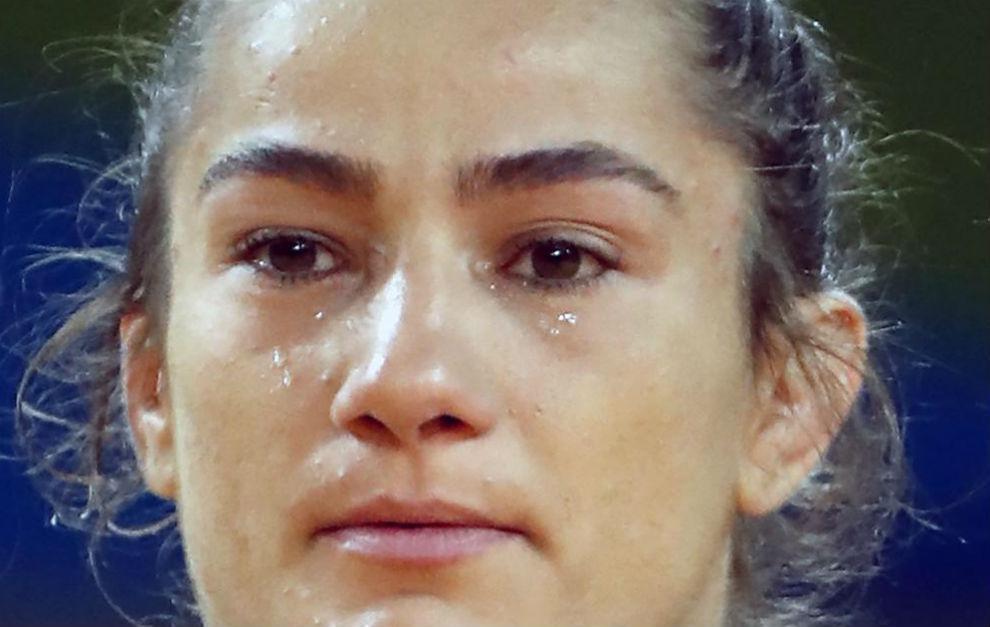 Kelmendi llora de emoción en la ceremonia de entrega de medallas
