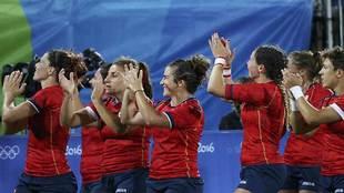 Las jugadoras españolas agradecen el apoyo del público tras ganar a...