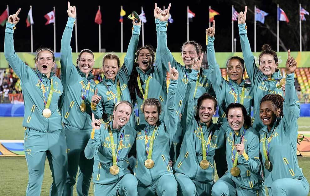 Las jugadoras de Australia celebran su medalla de oro en Río'2016