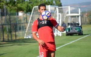 El futbolista, durante un entrenamiento con el conjunto grana