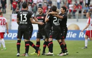Chicharito, celebrando su gol contra el Offenbach.