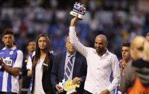 Manuel Pablo recibi� un homenaje en el descanso del trofeo Teresa...