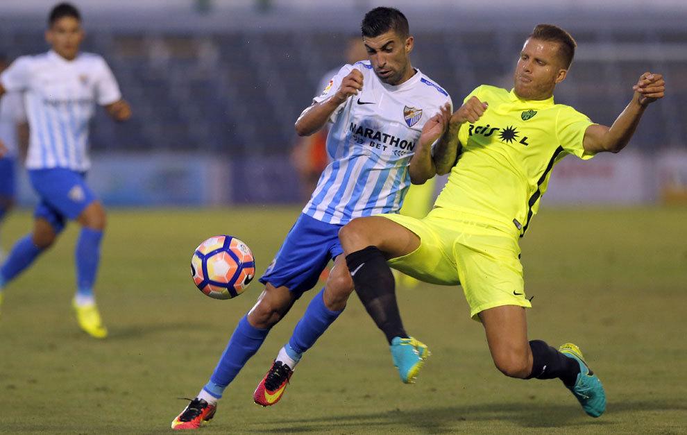 El Málaga demostró estar más a punto que su rival, el Almería. /