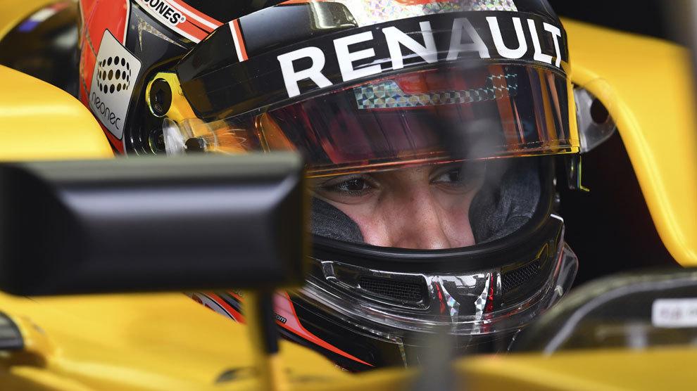 Ocon subido al Renault durante en Hungaroring