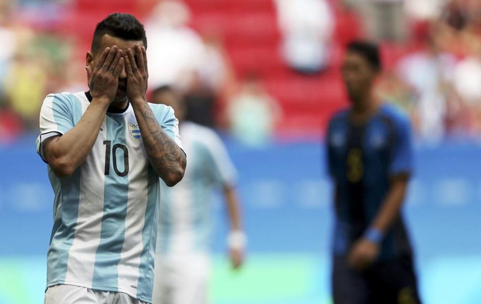Correa se lamenta tras fallar un penalti.