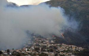 Funchal cercada por las llamas
