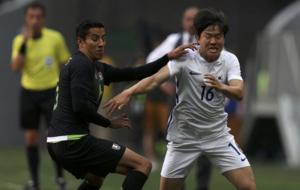 Cisneros y Chang-Hoon, en el duelo entre M�xico y Corea del Sur.