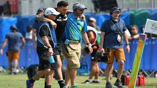 Sony Bill Williams saliendo lesionado durante el partido entre Nueva...