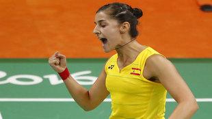 Carolina Marín celebra un tanto en su estreno olímpico.