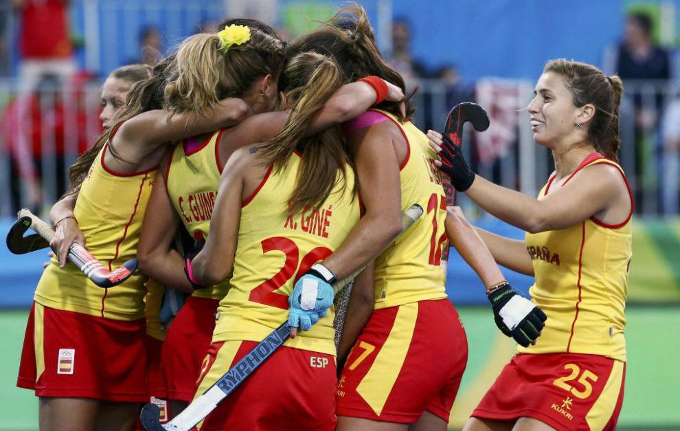 Las españolas celebrando su triunfo ante Alemania.