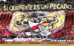Una pancarta gigantesca en Vallecas en el �ltimo partido liguero