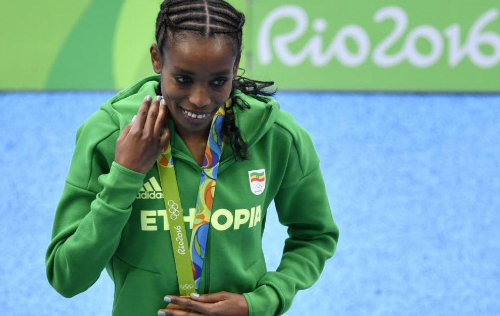 Ayana, con la medalla de oro olímpica.