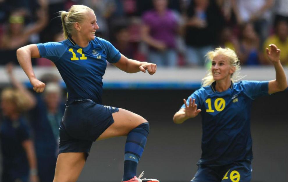Stina Blackstenius celebra el primer gol del partido.