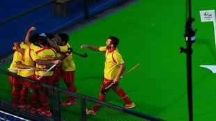Los jugadores de la selección española celebran el gol de David...