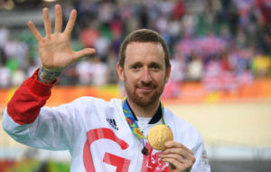 Bradley Wiggins celebrando su quinta medalla de oro.