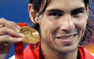 Rafa Nadal con la medalla de oro ganada en Pekín 2008