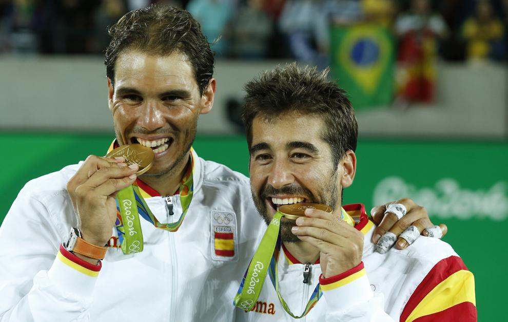 La emoción de oro de Rafa Nadal y Marc López tras ganar el torneo de...