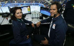 Julia Luna y Javier Soriano, en su puesto de comentaristas.