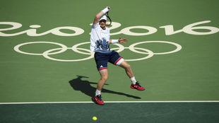 Murray golpea la pelota con la derecha ante Nishikori.