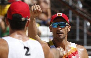 Herrera y Gavira celebran un punto en su partido de octavos en los...