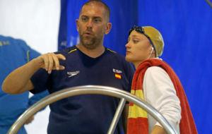 Fred Vergnoux, junto a Mireia Belmonte.