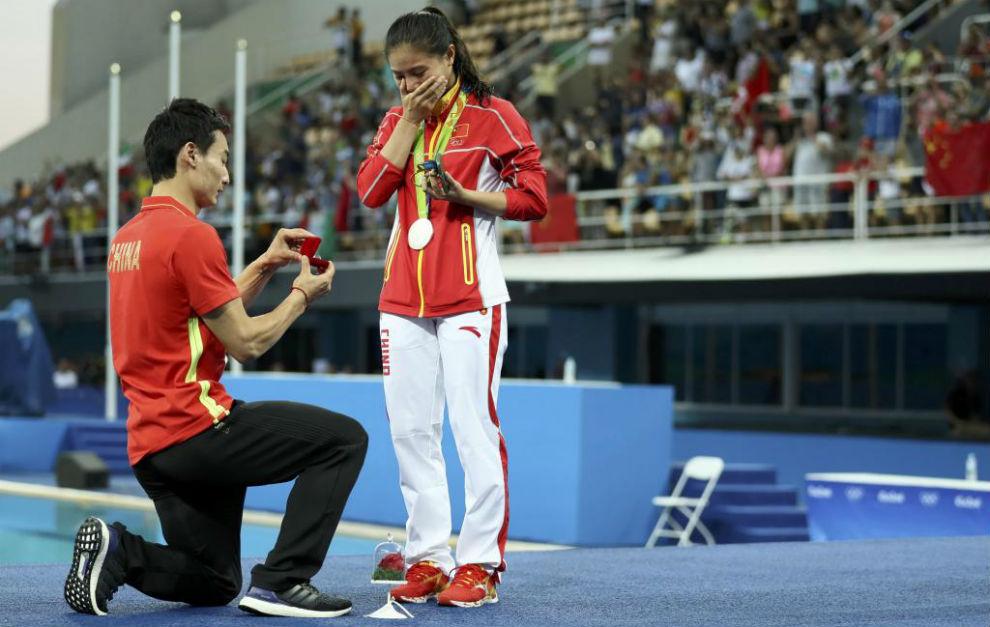 Qin Kai pidiendo matrimonio a He Zi después de la ceremonia de la...