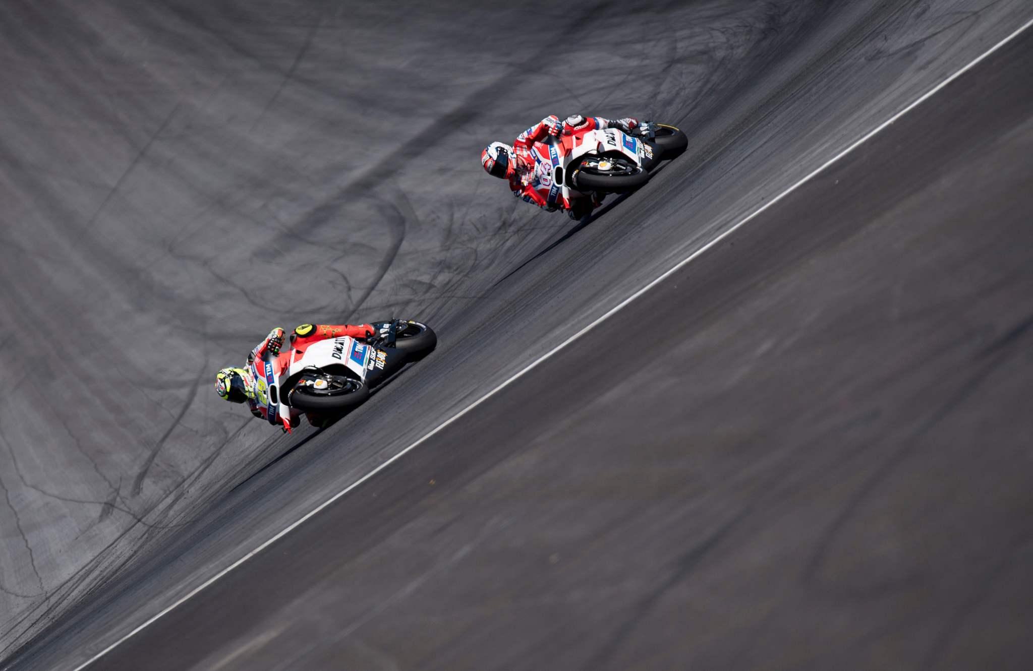 Iannone y Dovizioso, en cabeza durante el GP de Austria