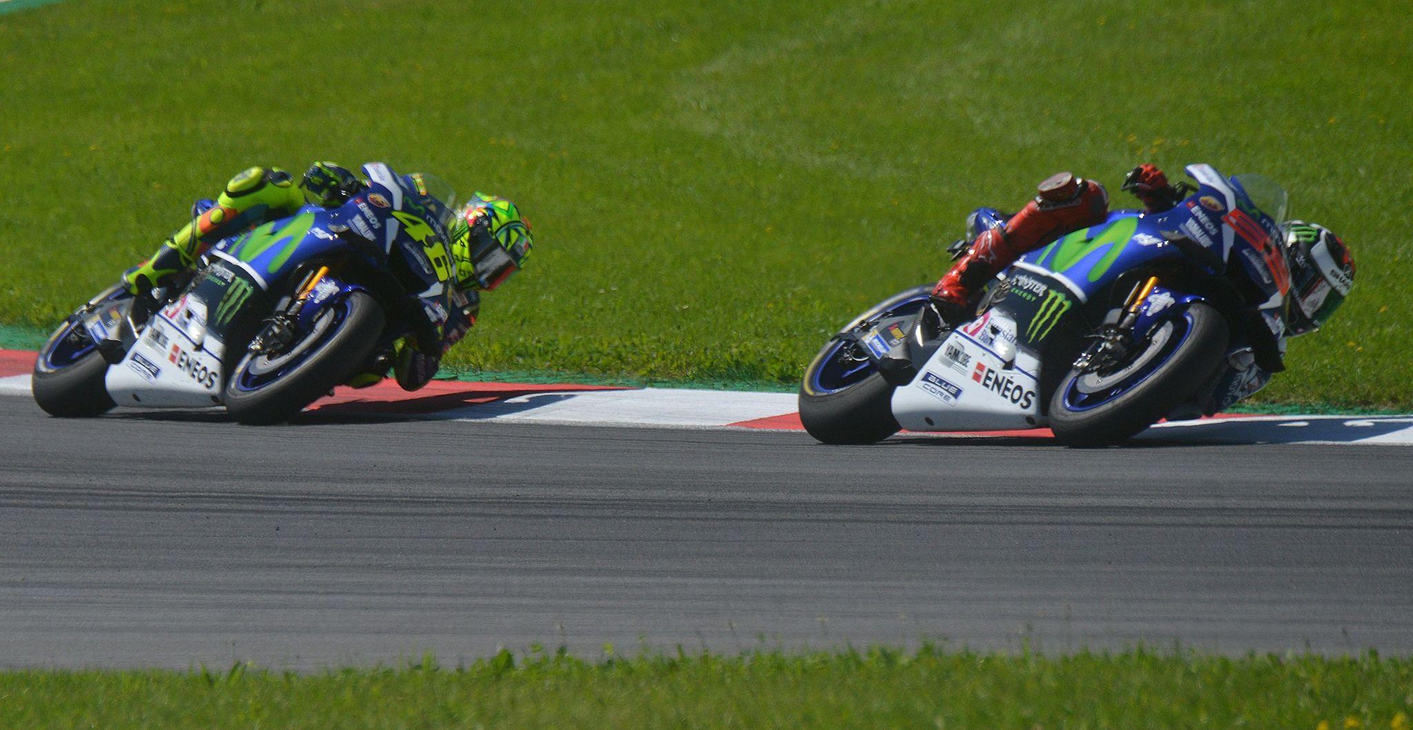 Lorenzo y Rossi no lograron dar caza a las motos rojas
