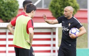Abelardo esconde sus planes ante el Athletic. /