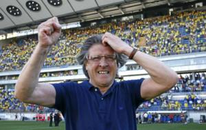 Sergio Egea, celebrando el ascenso a Segunda con el Oviedo en mayo del...