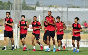 Entrenamiento del Sevilla previo a la vuelta de la Supercopa