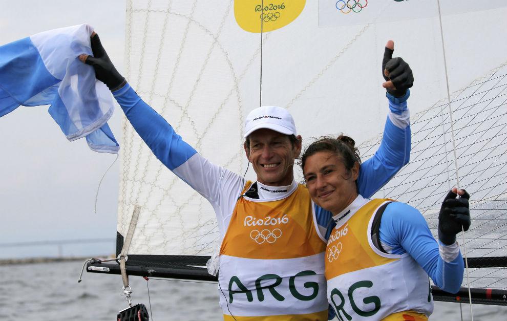 Santiago Lange y Cecilia Carranza, tras ganar el oro.