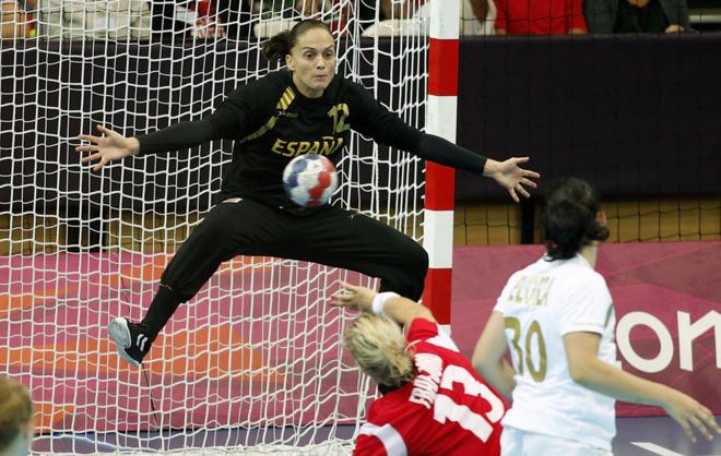 Silvia Navarro durante un partido de España en los JJOO de Londres