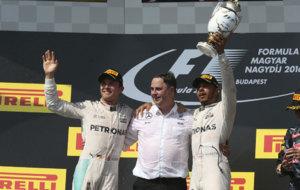 Rosberg, un componente de Mercedes y Hamilton, en el podio de Hungr�a