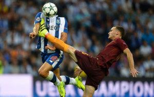 Vermaelen golpea a Andr� Silva.