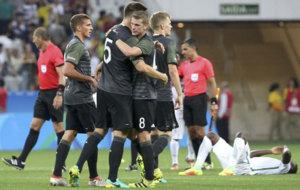 Los jugadores de Alemania celebran su triunfo ante Nigeria.