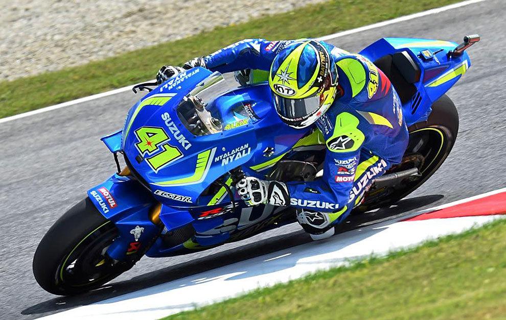 Aleix Espargaró pilota su Suzuki durante el GP de Italia en mayo.