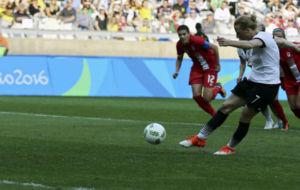 Behringer marca de penalti contra Canadá.