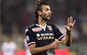Gast�n Silva realiza unas indicaciones con la el�stica del Torino.