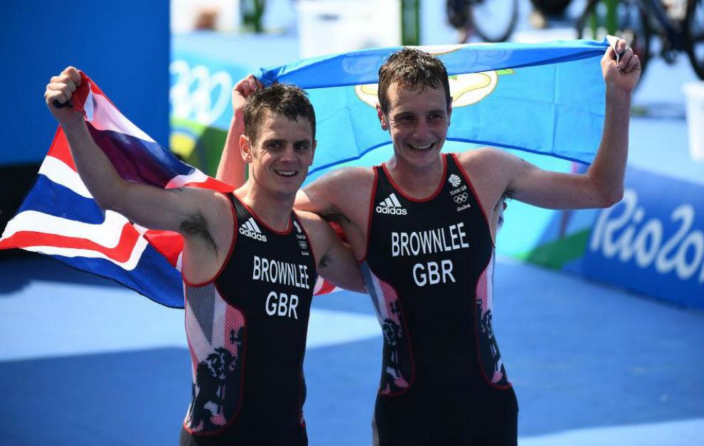 Los hermanos Brownlee en su llegada a meta.
