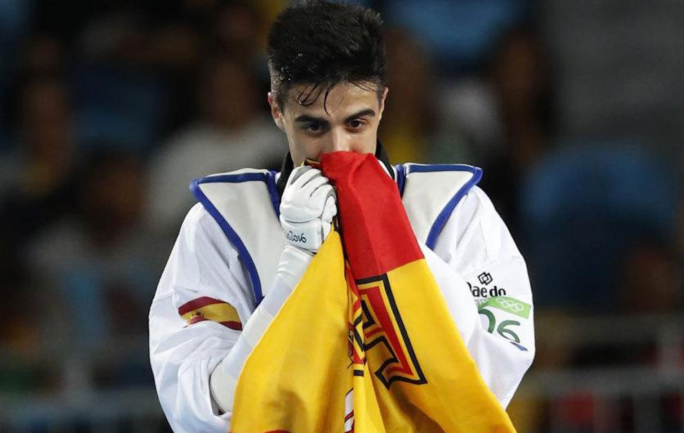 Joel González emocionado tras ganar el combate por el bronce