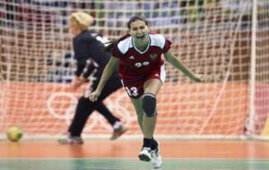 La rusa Ilina celebra el �ltimo gol, desde siete metros, en la...