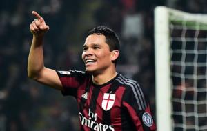 Bacca, celebrando un gol con el Milan.