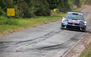 Mikkelsen rodando sobre el asfalto teut�n con su Polo WRC