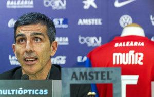 El t�cnico del Levante, Juan Ram�n L�pez Mu�iz (47), durante su...