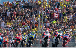 Arranque de la carrera en Austria, con Iannone en cabeza
